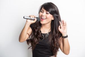 Singer_preforming